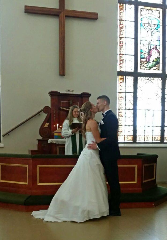 Avioliittomme siunaaminen tapahtui kauniissa Helsingin Lähetyskirkossa.